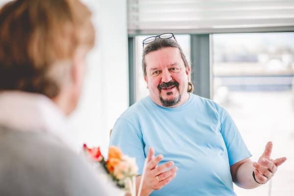 Carsten Albrecht im Gespräch mit Patient